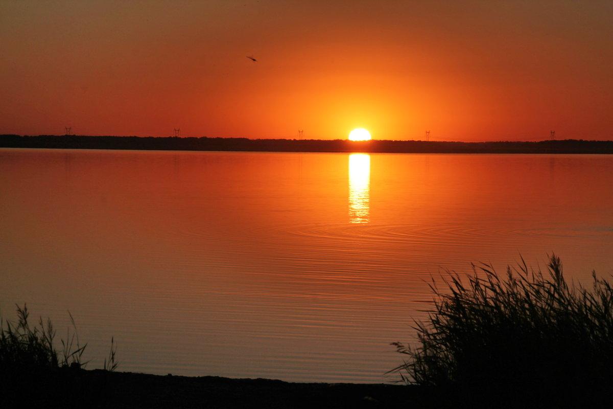 Закат на солёном озере Мармышанское. - Олег Афанасьевич Сергеев