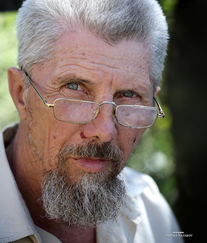 Портрет мужчины в очках. - Аnatoly Polyakov
