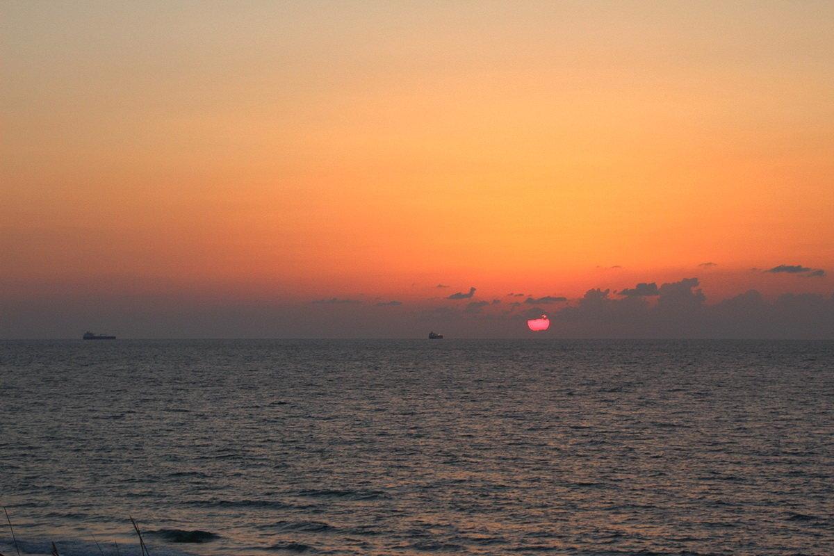 Закат в багровых тонах - Лев Аронс