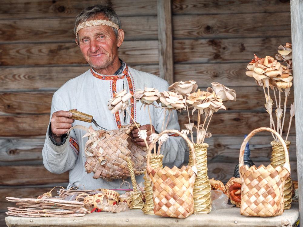 Мастер по плетению из бересты - Валерий Гришин