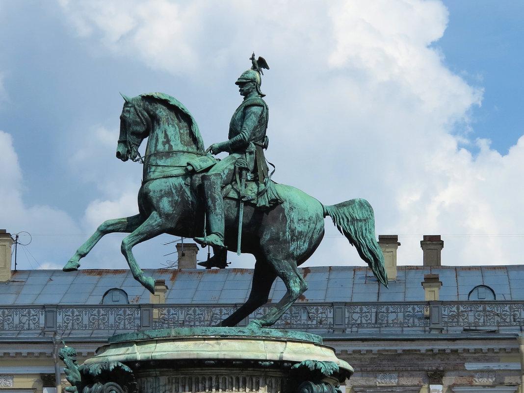 Памятник царю Николаю I был открыт 25 июля 1859 года, вскоре после смерти государя, на Исаакиевской - Наталья