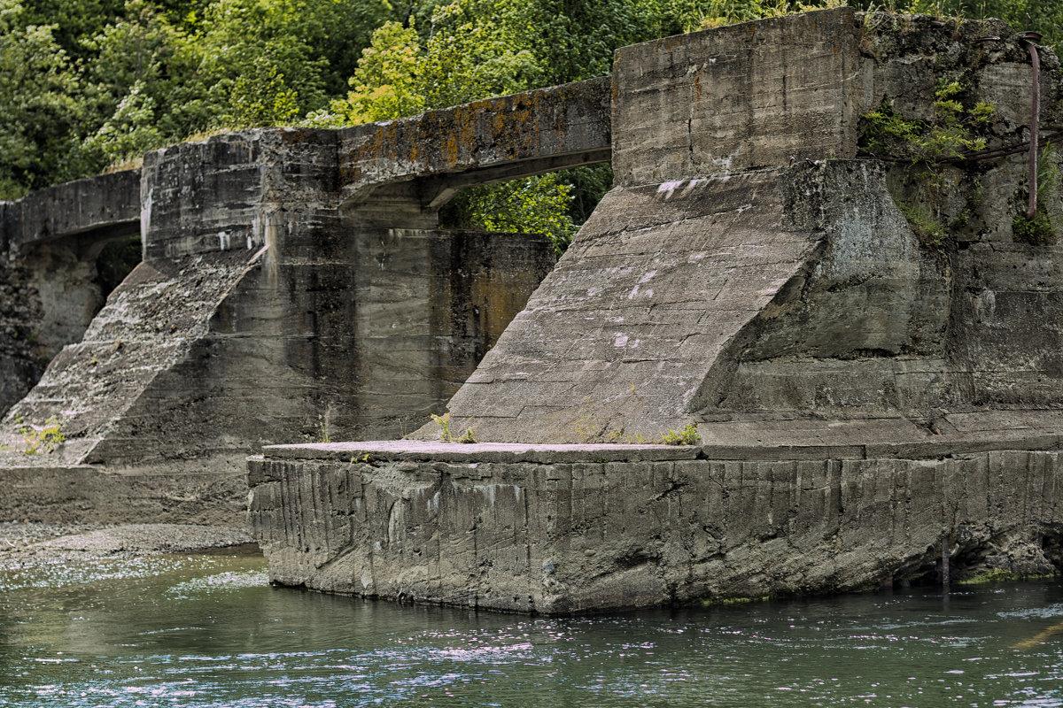 Остатки японских сооружений на Сахалине - олеся