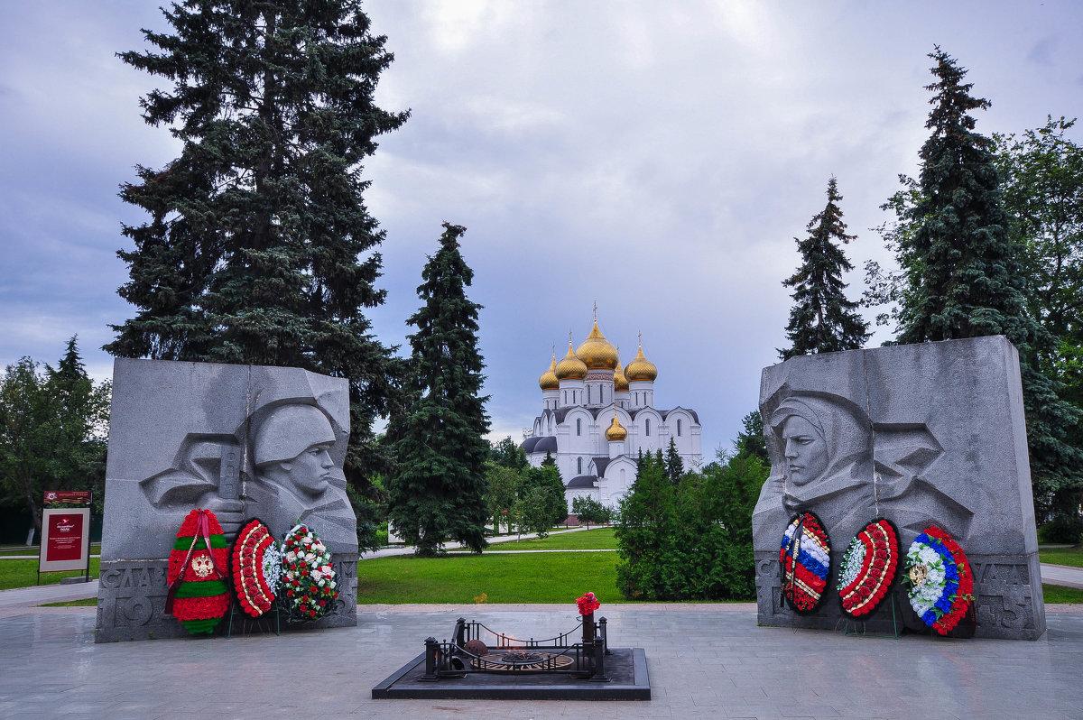 Cобор и Вечный огонь в Ярославле - Сергей Тагиров
