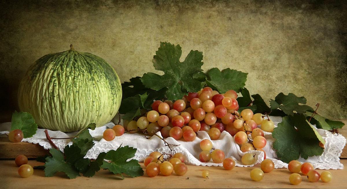 Натюрморт с виноградом и дыней - Елена Чаусова
