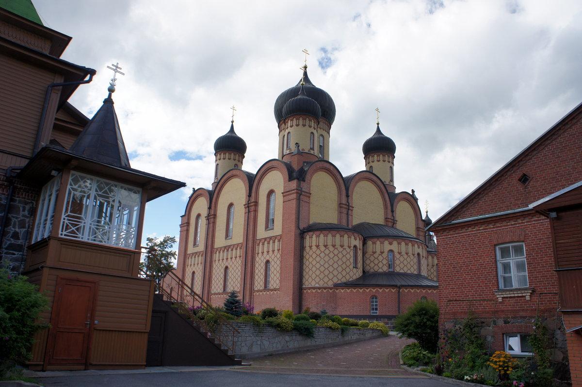 Главный храм монастыря – пятиглавый Успенский собор - Елена Павлова (Смолова)
