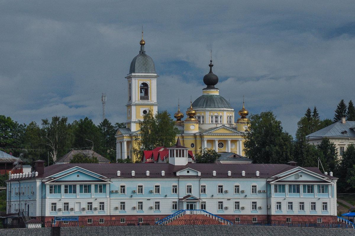 Собор в городе Мышкин. Вид с Волги. - Сергей Тагиров