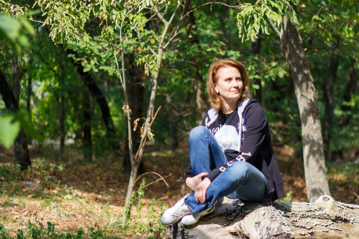 Девушка в лесу - Дмитрий Максимовский