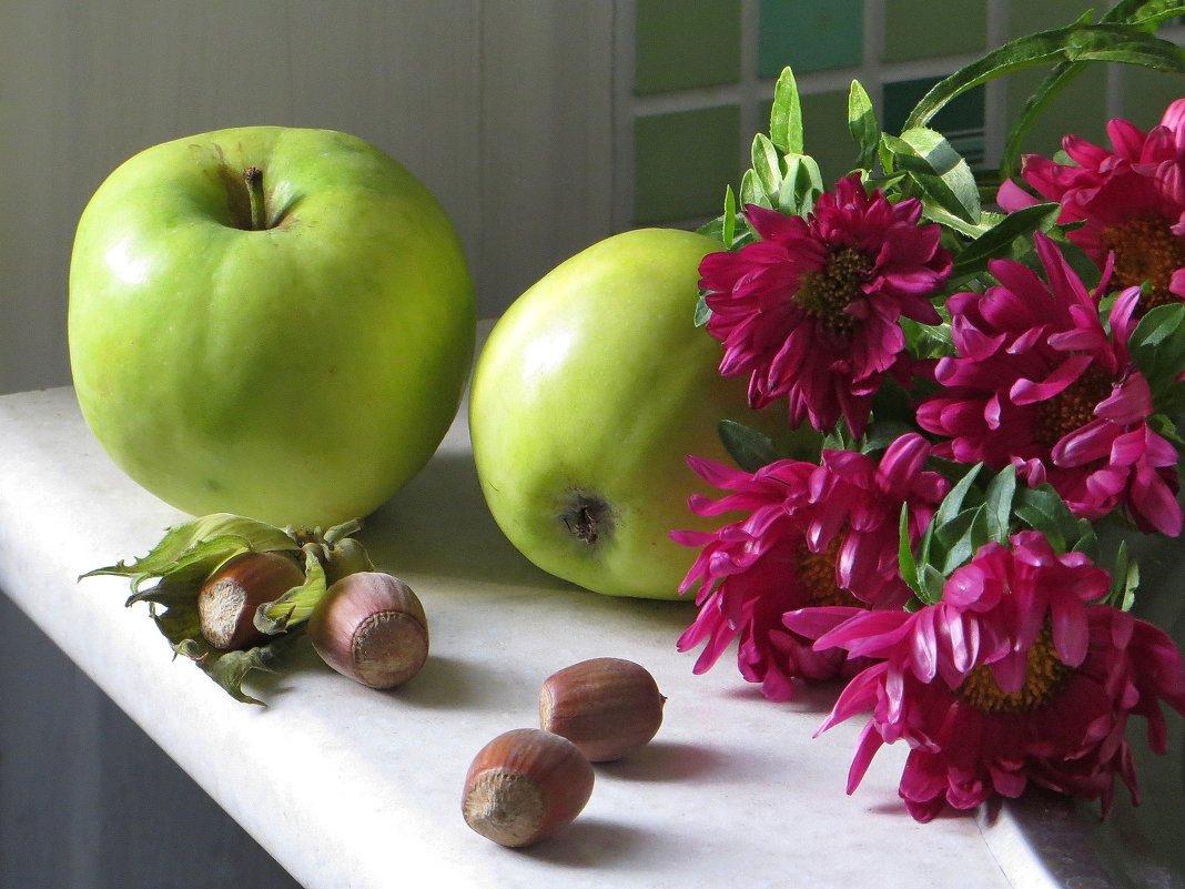 С фундуком и яблоками - Татьяна Смоляниченко