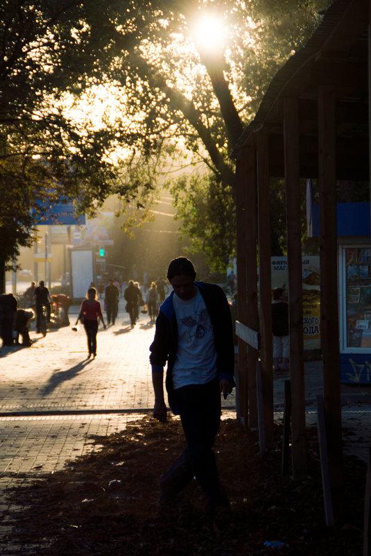 Шуршать листвой под солнца мягким светом - DirtyIris
