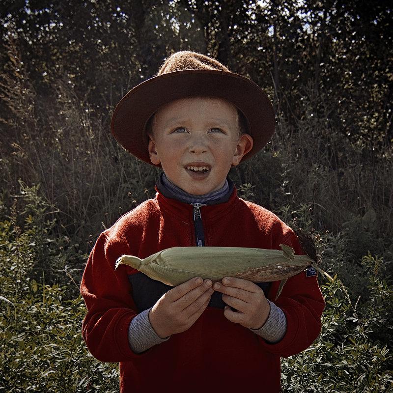 Портрет мальчика Егора с кукурузным початком - Алексадр Мякшин