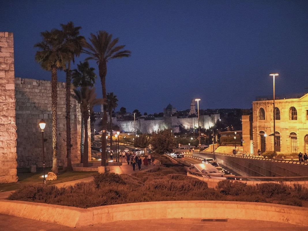 Ночной пейзаж Иерусалима. - Alla