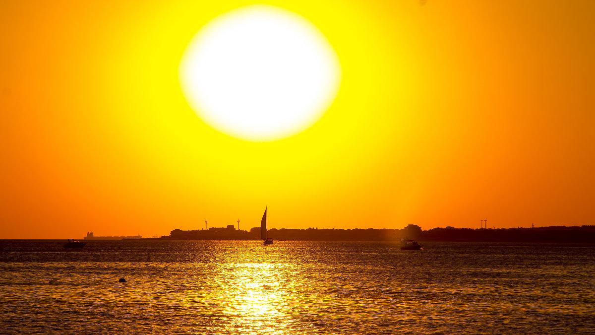 Солнце на закате - Геннадий Головкин