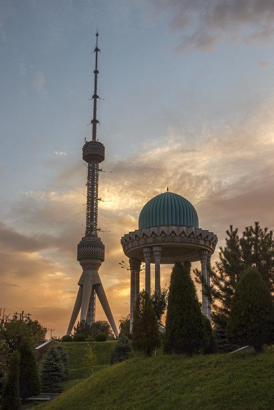 Мемориал памяти жертв репрессий в Ташкенте. - Татьяна