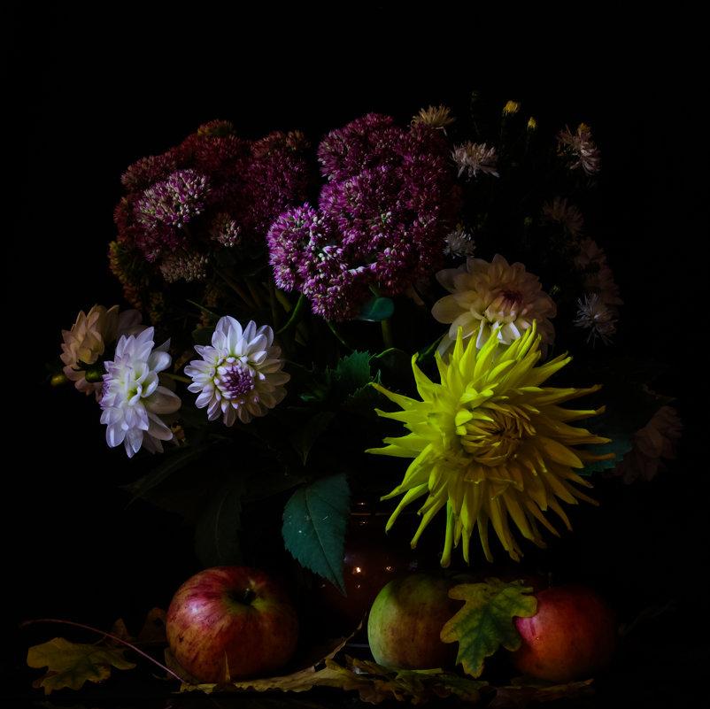 Натюрморт с яблоками - Денис Матвеев