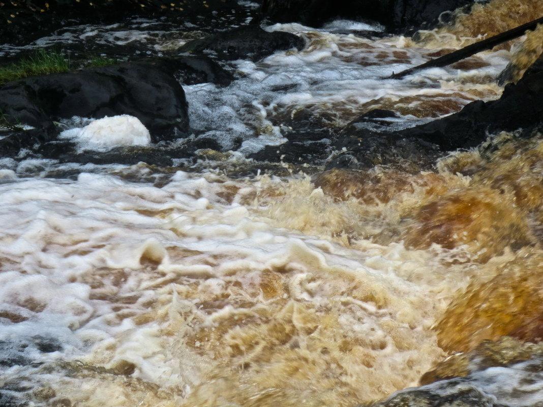 бурление Рускеальского водопада - Елена