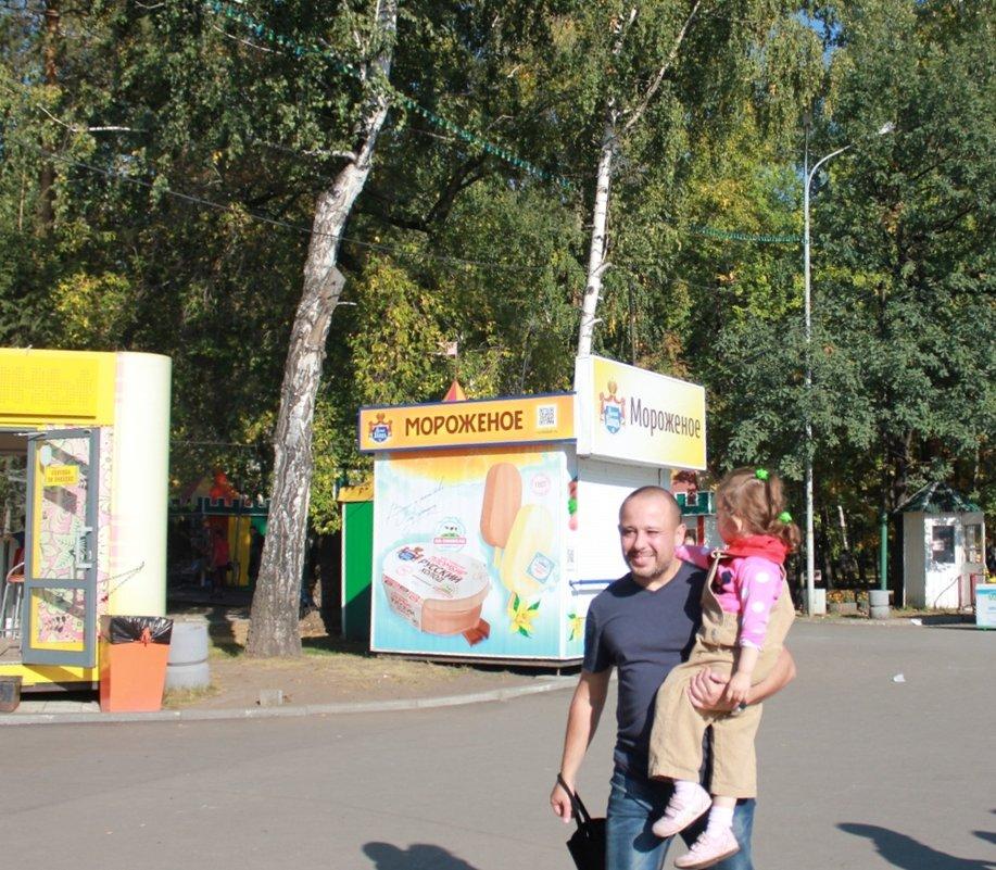 Артём Готлиб с дочуркой на Новой книге в Новосибирске - Наталья Золотых-Сибирская