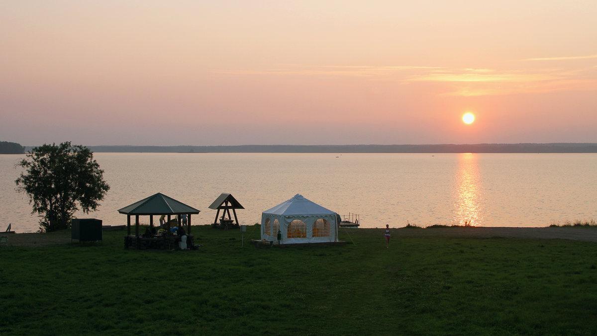 Летний вечер на озере. - Николай Карандашев
