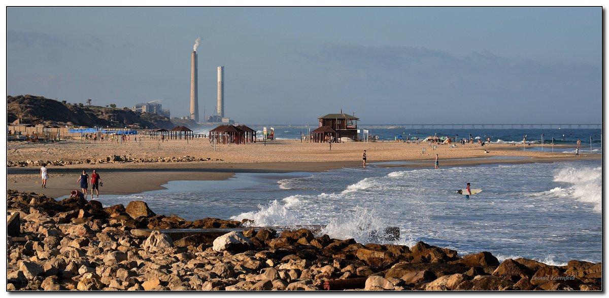 Осенний пляж. - Leonid Korenfeld