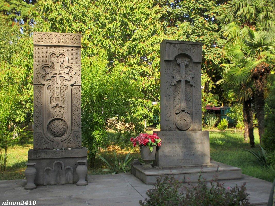 Адлер. Хачкары у армянского храма - Нина Бутко