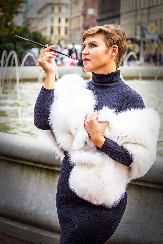 Дама с сигаретой. - Александр Лейкум