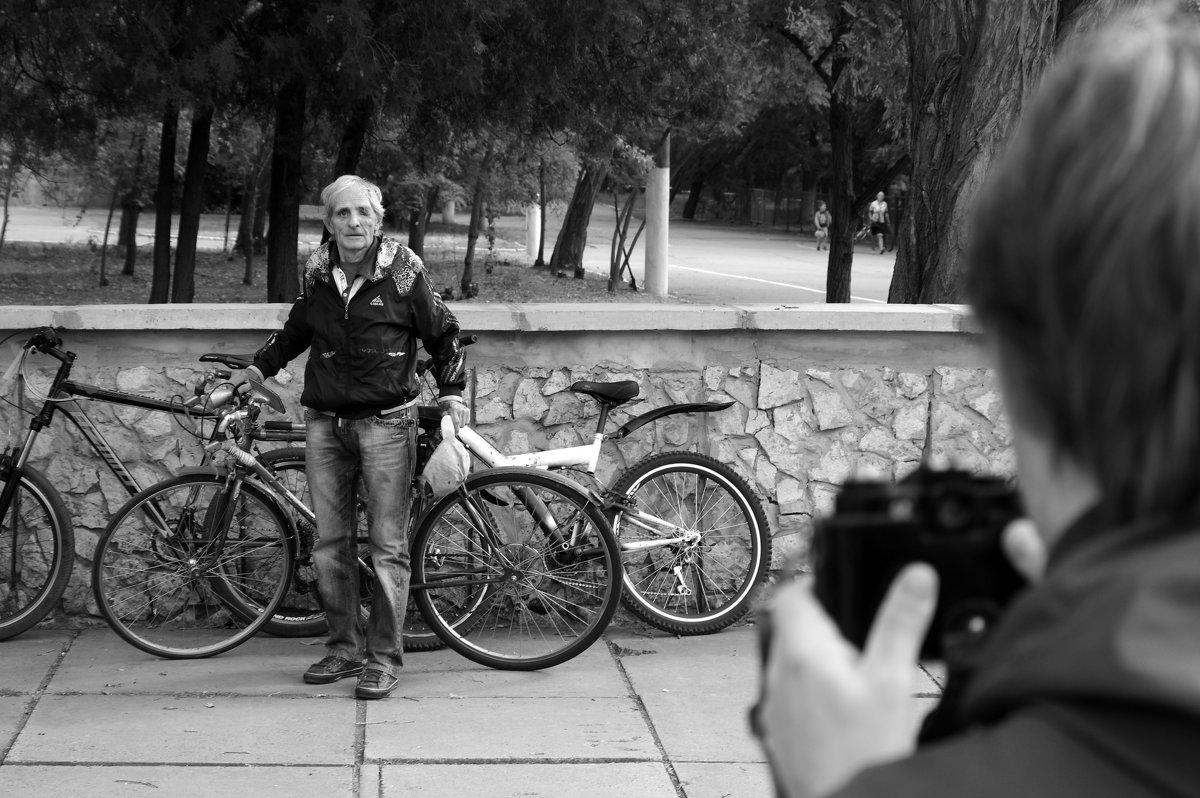 Старый велосипедист в фокусе - Алексей Климов