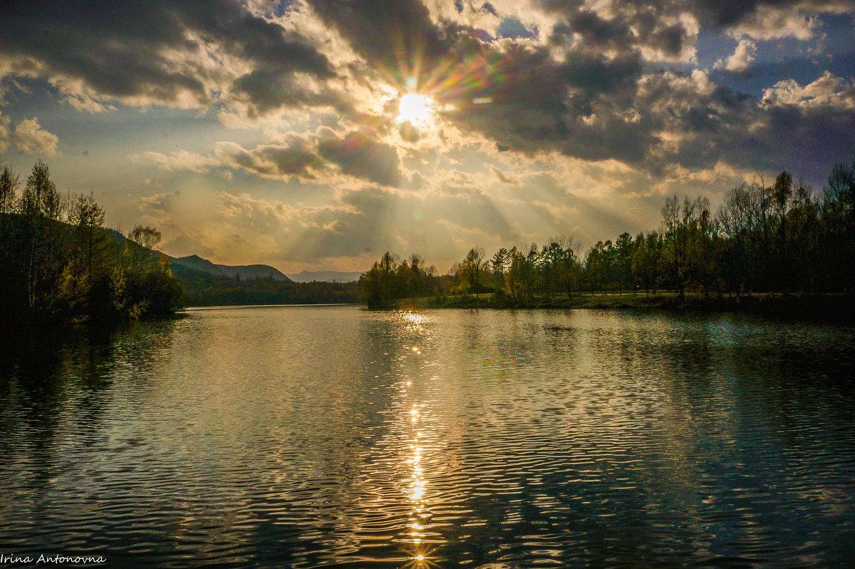 Солнце лучистое - Ирина Антоновна