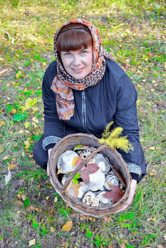 И были вечером: жареная картошечка с грибами и самогон в запотевших стопочках! - A. SMIRNOV