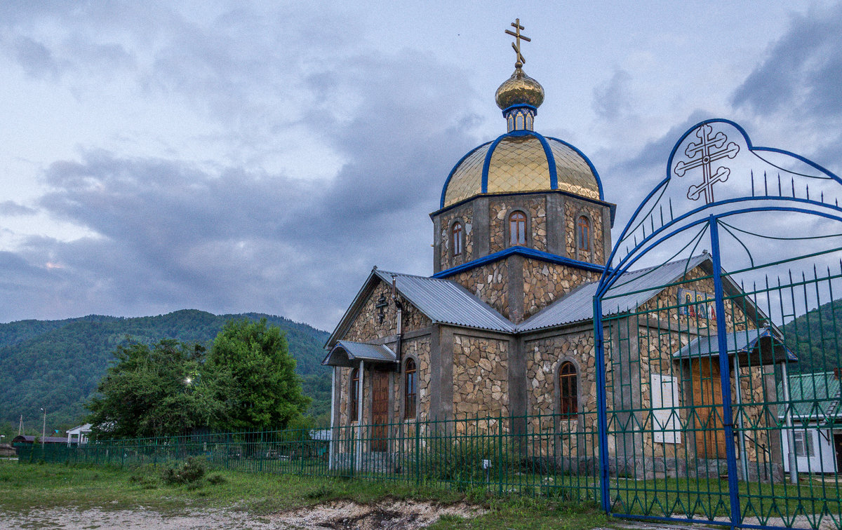 Храм в честь святых мучеников Гурия, Самона и Авива в селе Хамышки (Адыгея). - Юлия Бабитко