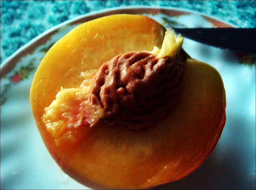 Персик в разрезе. - Нина Корешкова