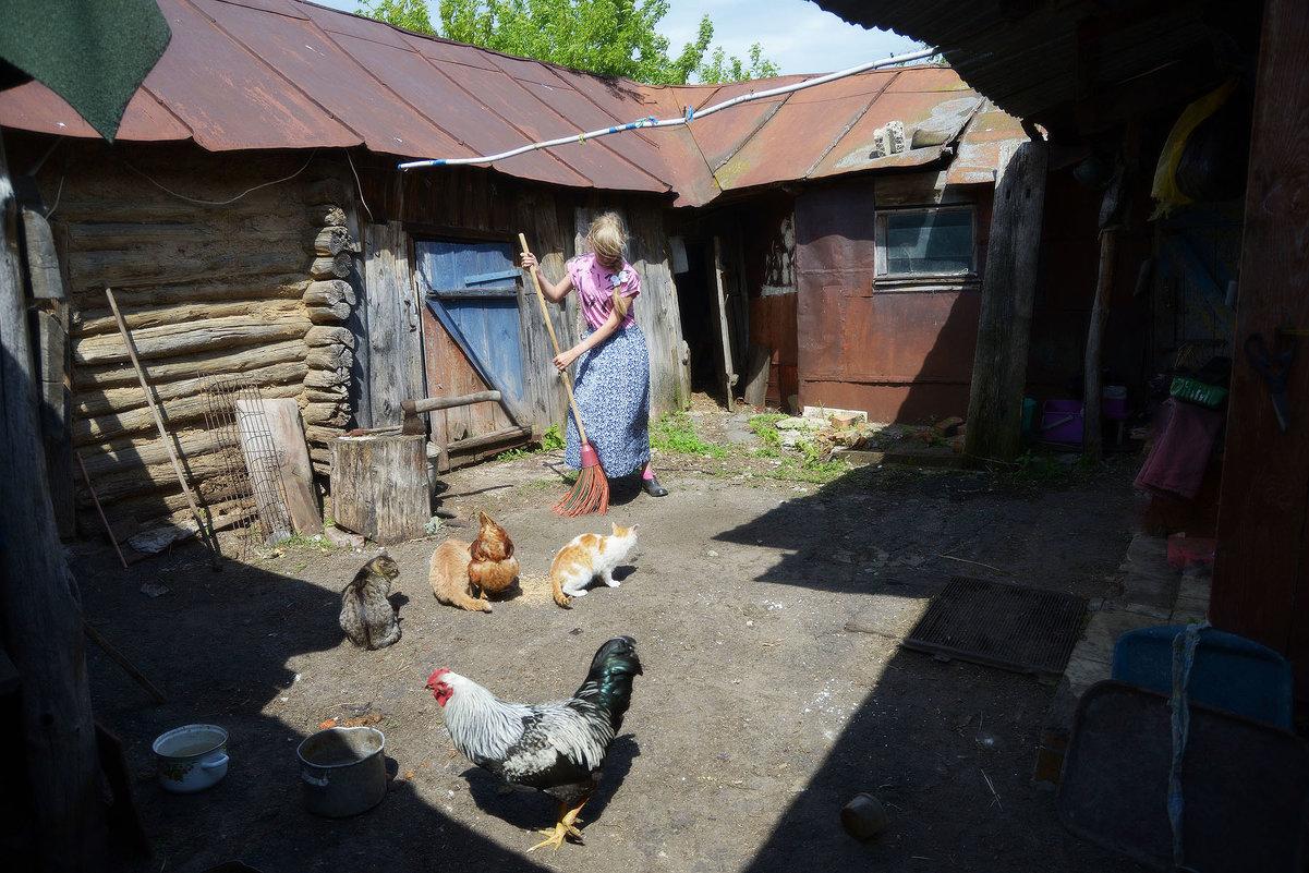 Дворик - Владимир Исаев