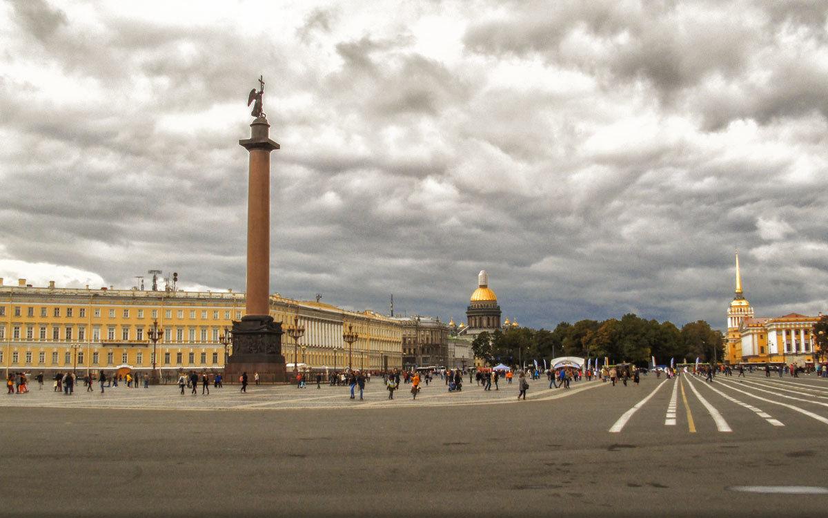 На Дворцовой площади - Татьяна Осипова(Deni2048)