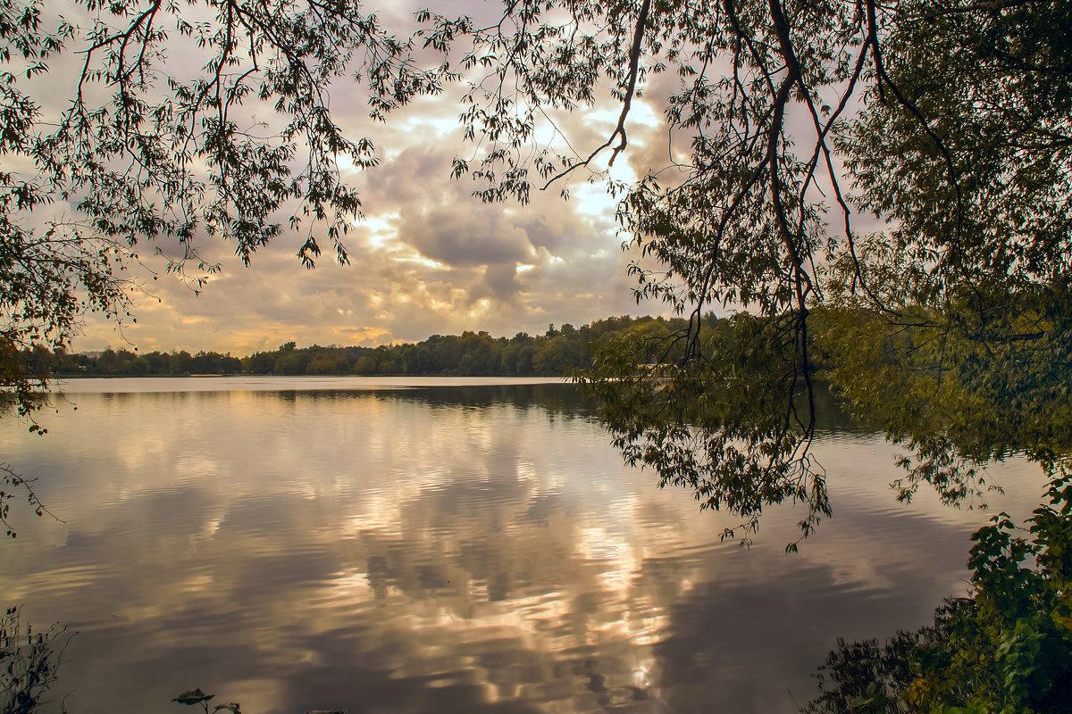 Осень на озере - Наталья Лакомова