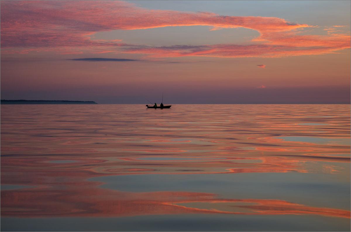 Вечерняя рыбалка на заливе. - Юрий