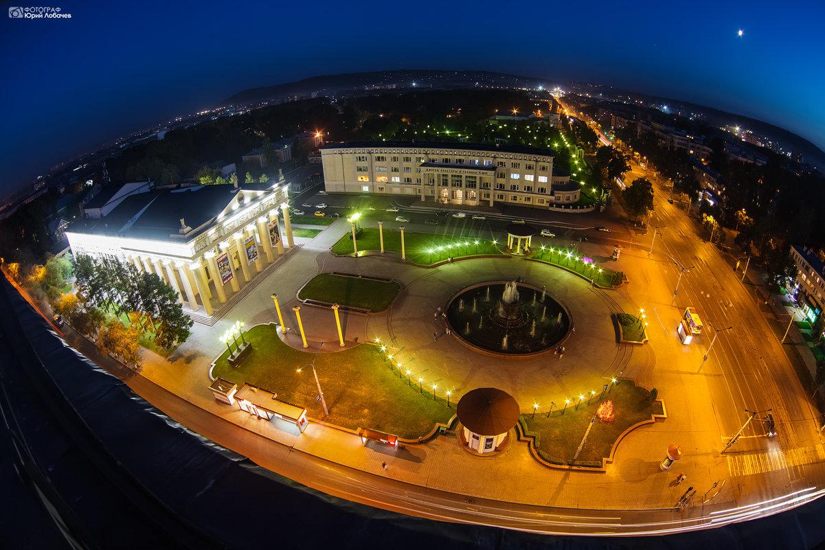 Площадь Драмтеатра - Юрий Лобачев
