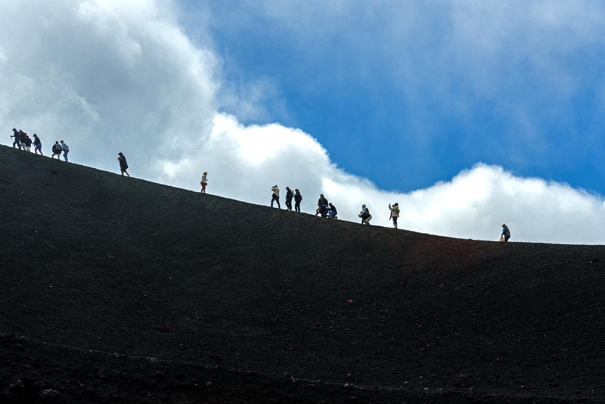 Вперед и вверх... на вулкан - Виктор Льготин