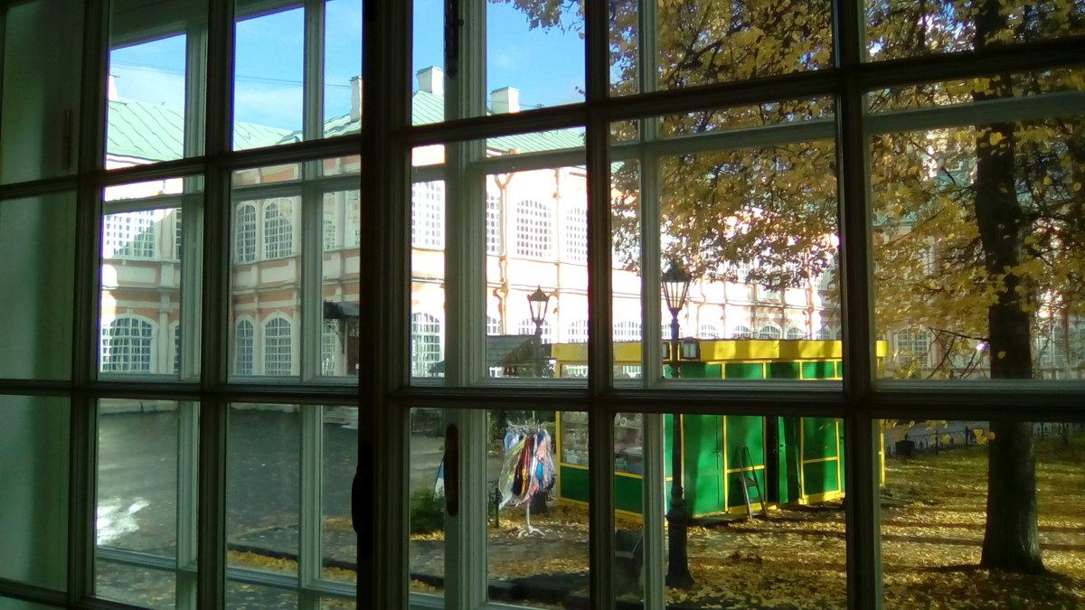 Вид из окна трапезной на Александра-Невскую Лавру. - Светлана Калмыкова