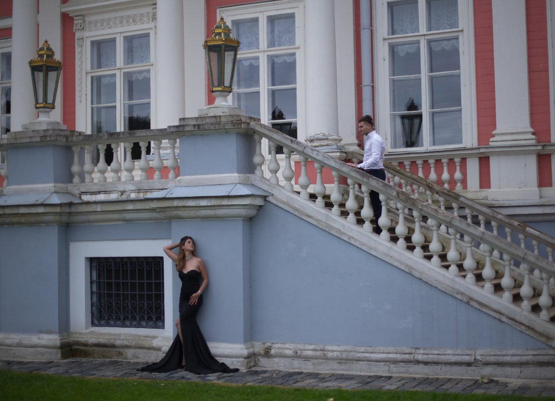 Двое у дворца - Александра