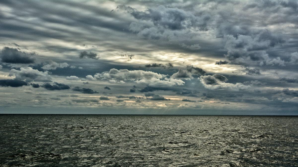 немного пасмурного морского неба - Константин Сытник