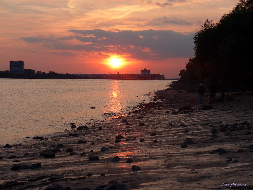 Очарование ночного Гамбурга (серия) Любуясь закатом - Nina Yudicheva