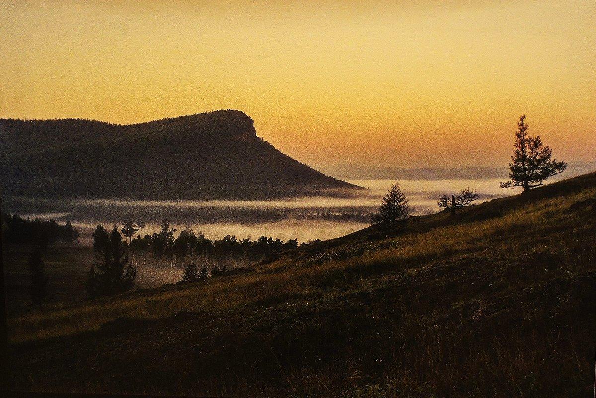 Рассветный туман под горой Све-Тах. Хакасия. 30.08.2004 - Елена Павлова (Смолова)