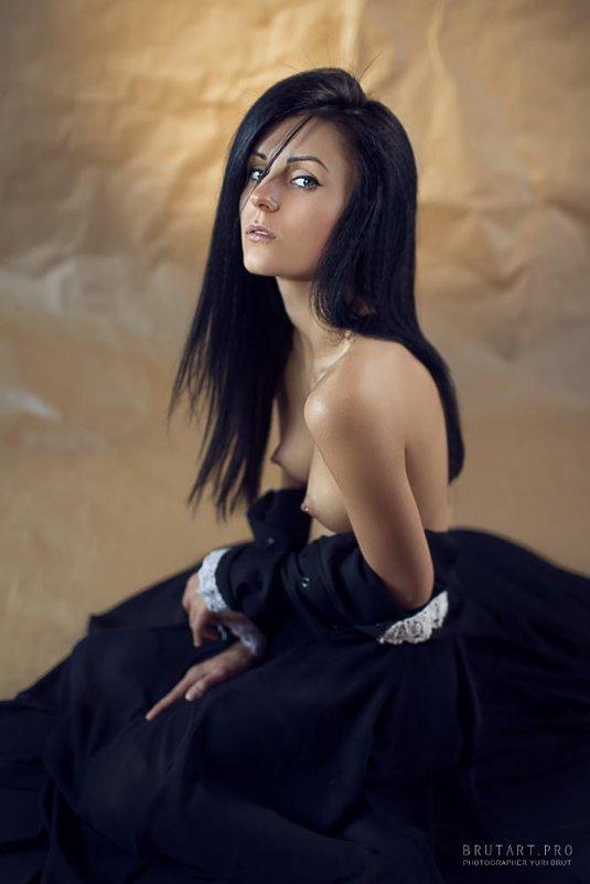 Портрет в черном платье - Yuri Brut