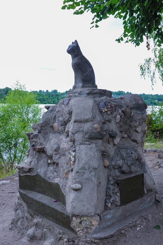 Памятник кошке на берегу Волги в Плесе - Сергей Тагиров