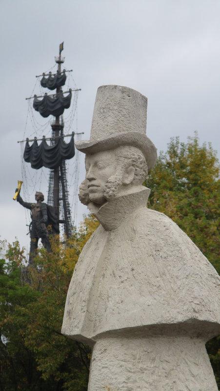 """Взгляд из парка """"Музеон""""... Пушкин и Пётр Первый... - Владимир Павлов"""