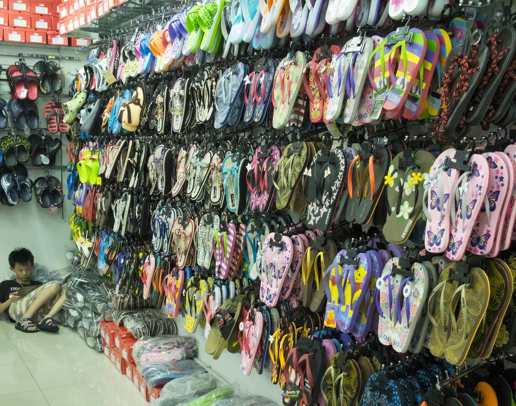 Таиланд. Паттайя. Торговец обувью - Владимир Шибинский