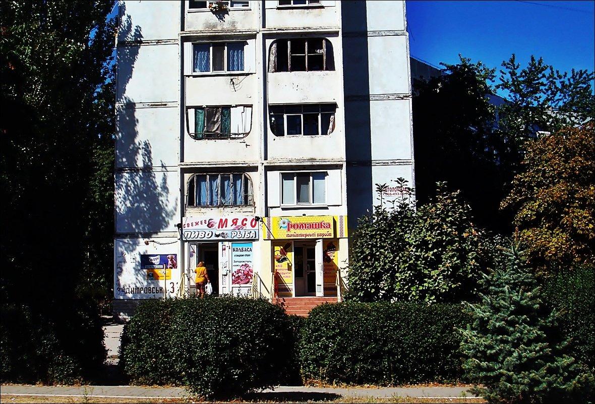 В соседнем дворе - Нина Корешкова