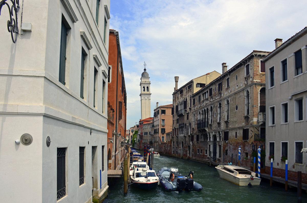 Похоже в Венеции тоже есть Пизанская башня - Николаева Наталья