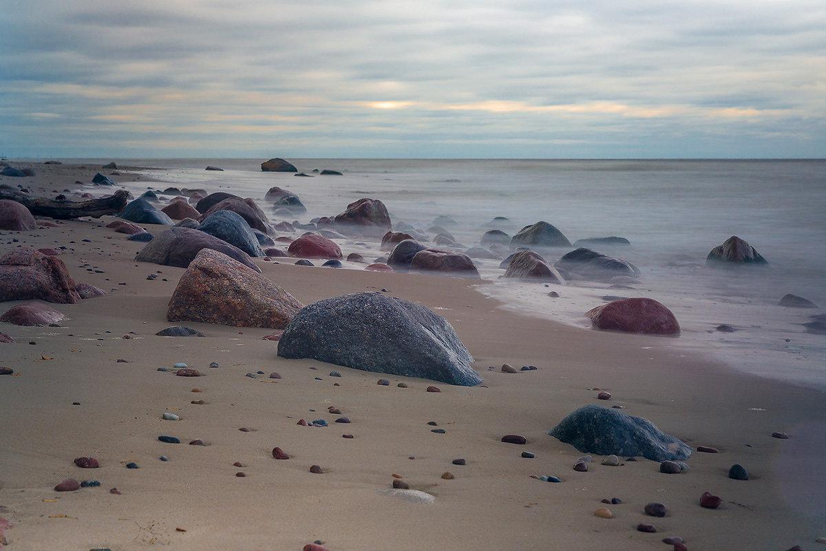 Прогулка у моря - Леонид Соболев