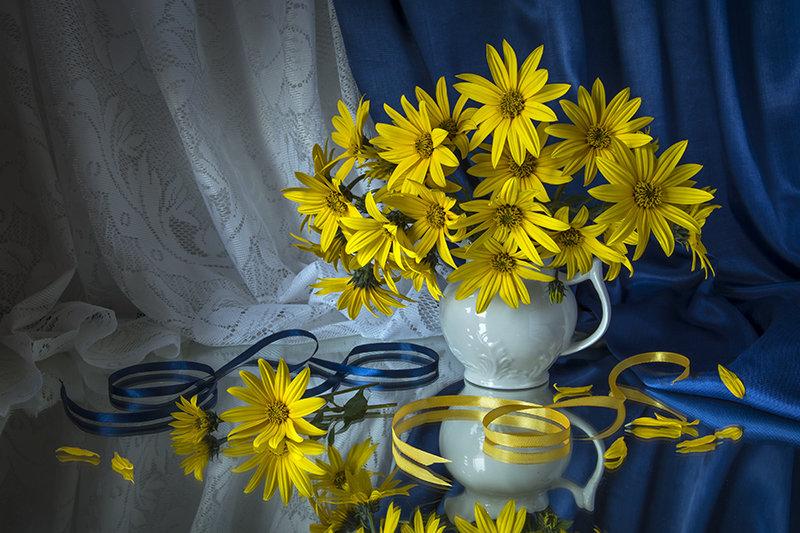 Натюрморт с жёлтыми цветами. - Людмила Костюченко