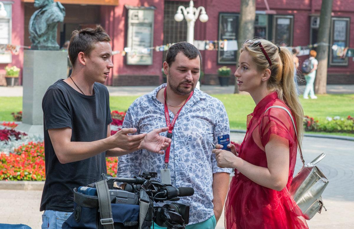 обсуждая съемку интервью... - Svetlana AS