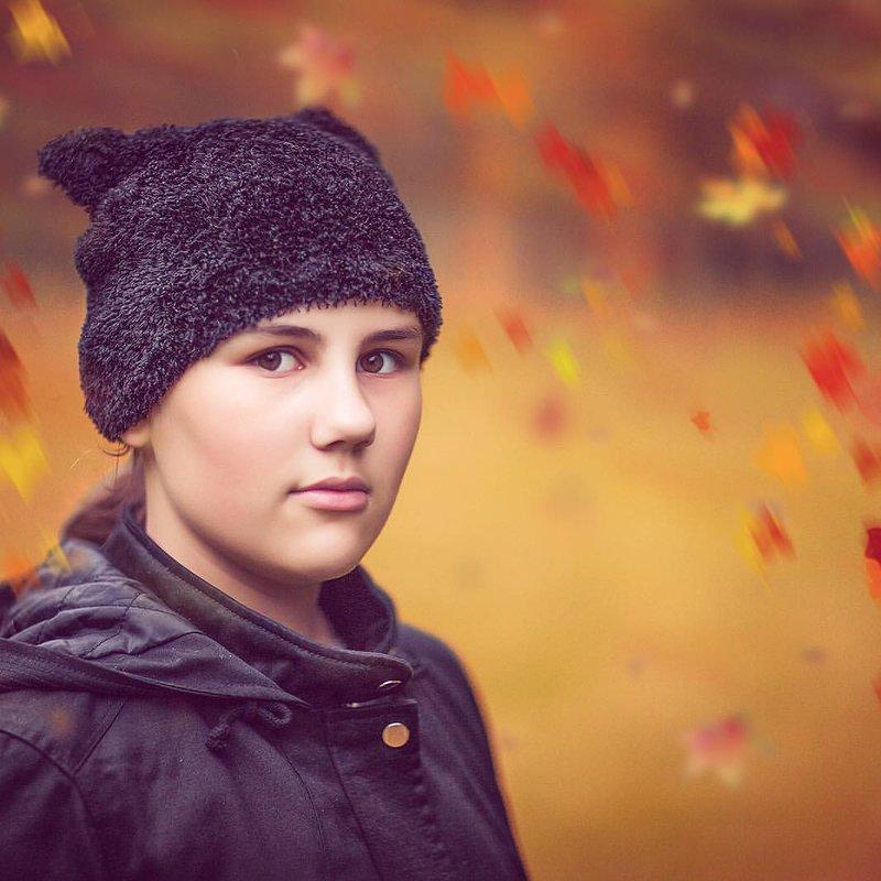 Осень, доченька в парке. - Alex Lipchansky